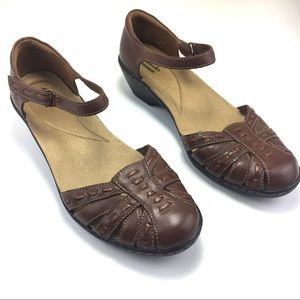 Clarks Wendy Estate Fisherman Sandals SZ 8 M